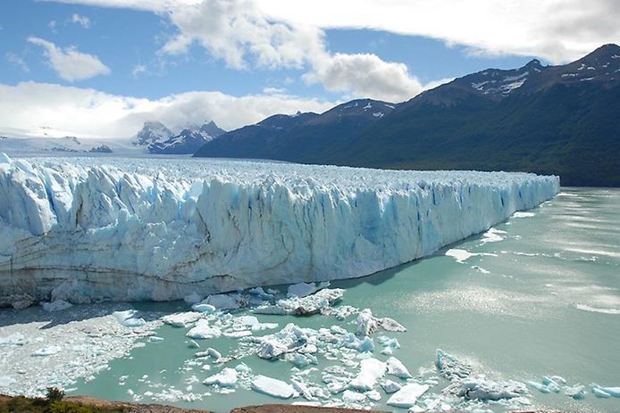 Интересные факты о воде. Большая часть пресной воды находится в ледниках.