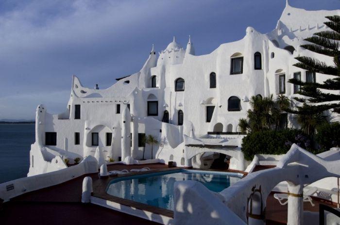 Касапуэбло (Casapueblo) – Уругвайский отель, музей и усадьба. Когда построен. Построен в 1960 году.