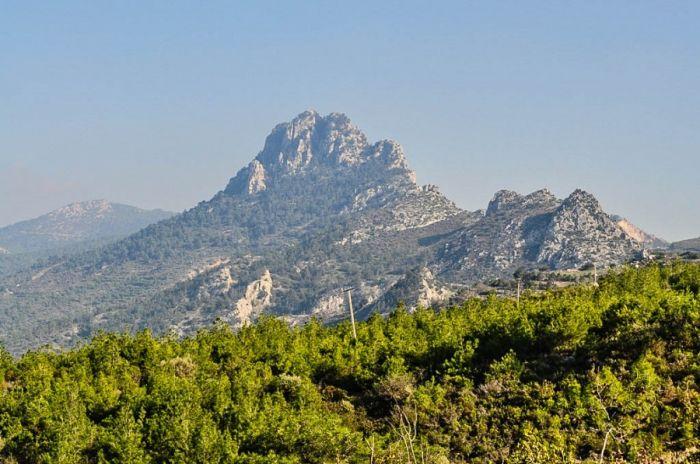 Кипр - это маленькое государство на острове в средиземном море. Самый интересные факты о кипре, остров, море, отдых, туризм, горный хребет пять пальцев на кипре