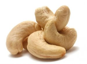 Кешью. Итак, 10 самых интересных фактов об орехах.  Польза кешью заключается в том, что они укрепляют иммунитет и успокаивают зубную боль. Очень почитаемый орех у Азиатов