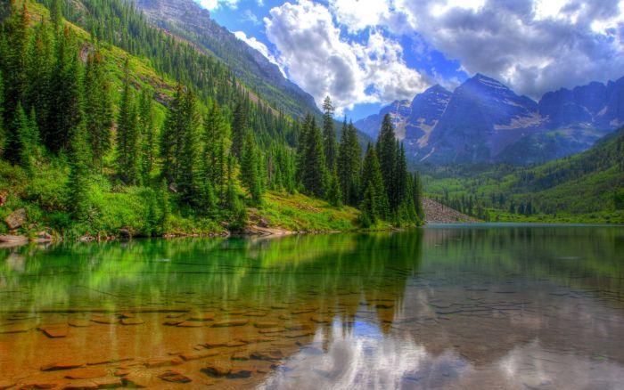 География, озера, самое большое и чистое озеро в мире, и находится оно в России - это озеро Байкал. Самые интересные факты об озере Байкал. Весной прозрачность воды достигает 40 метров