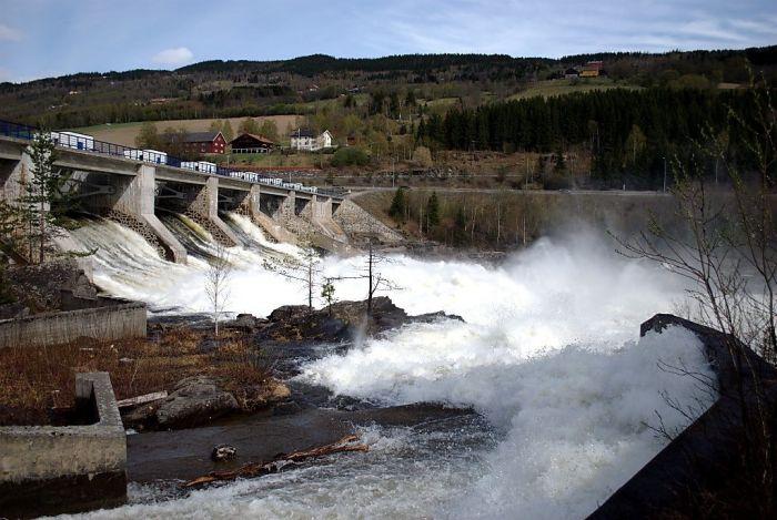 Норвегия, а точнее Королевство Норвегия — североевропейское государство, граничащее со Швецией, Финляндией и Россией. Самые интересные факты о Норвегии, гидроэлектростанция