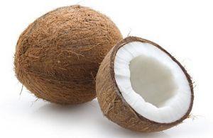 Свежие — зеленые и желтые орехи — отлично утоляют жажду и стоят дешевле воды в бутылках.