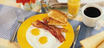 завтракать - это очень полезно! Так чем же полезен завтрак для человека? Еда утром помогает организму в предстоящий день
