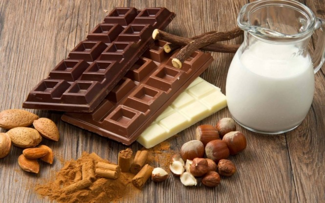 Шоколад — одно из самых желанных лакомств на Земле. Шоколад делают из какао-бобов. Самые интересные факты о шоколаде, о нашем любимом какао лакомстве. Первый молочный шоколад сделали с добавлением сгущенного молока