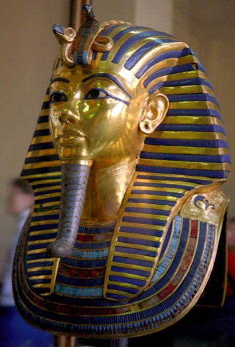 Головной убор, который мы привыкли видеть на фараонах называется «Немез». Интересные факты о Древнем Египте. Множество великих открытий было сделано в Древнем Египте. Египет называют колыбелью цивилизации.