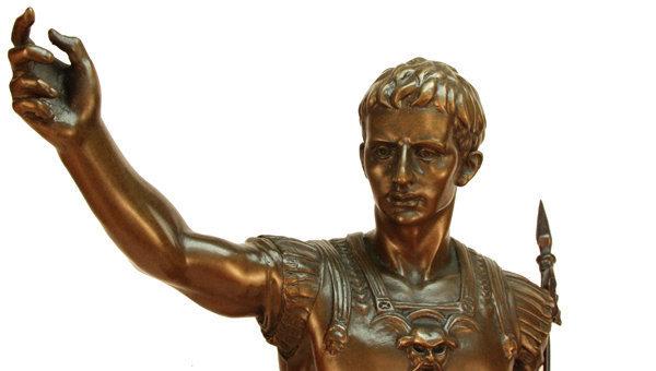 самые интересные факты о Юлии Цезаре. Гай Юлий Цезарь — знаменитый древнеримский полководец и диктатор. Цезарь самый запоминающийся Римский император.