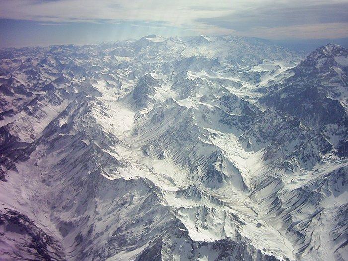 Самыми протяженными горами в мире можно, без сомнения, назвать Анды.