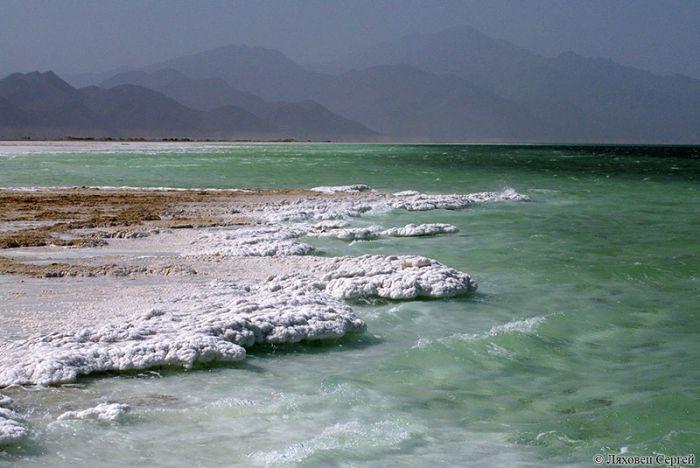 Озеро Асаль - самая низкая точка суши в Африке. Интересные факты об Африке. Африка - это огромный континент расположенный между атлантическим и индийским океаном. В Африке множество видов климата и огромное количество стран. Культура и религия африки, ее традиции - все это увлекательно и интересно.