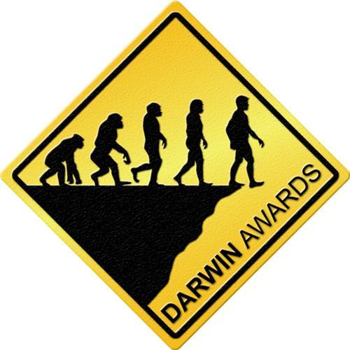 Премия Дарвина - ею награждаются те, кто из-за собственной глупости погиб или лишился возможности иметь потомство и тем самым изъял свои гены из генофонда человечества. Название премии намекает на принцип естественного отбора, сформулированный Дарвином