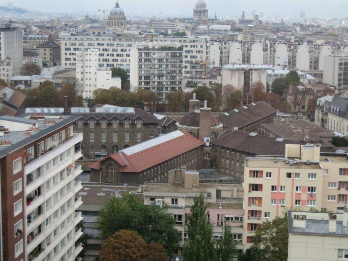 Ла Сенте (Франция) Париж — город любви, но не в этой тюрьме. Несмотря на то, что название переводится как «Здоровье», ни о каком здоровье и речи быть не может, так как заключенные вынуждены тесниться в переполненных камерах вместе с крысами и вшами.