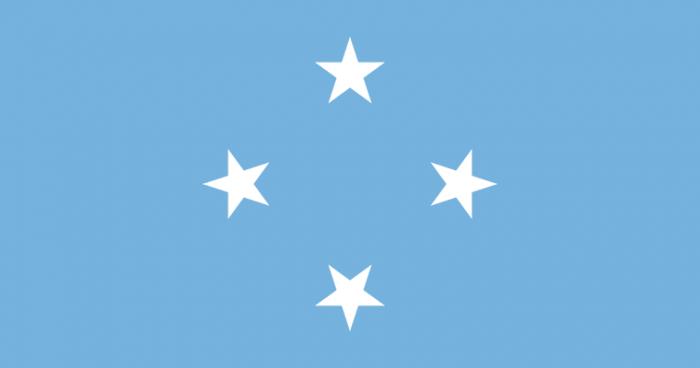 Флаг Микронезии был принят в 1978 г. Флаг Федеративных Штатов Микронезии представляет собой полотно небесно-голубого цвета. В центре изображены 4 белых звезды. Они расположены таким образом, что образуют ромб.