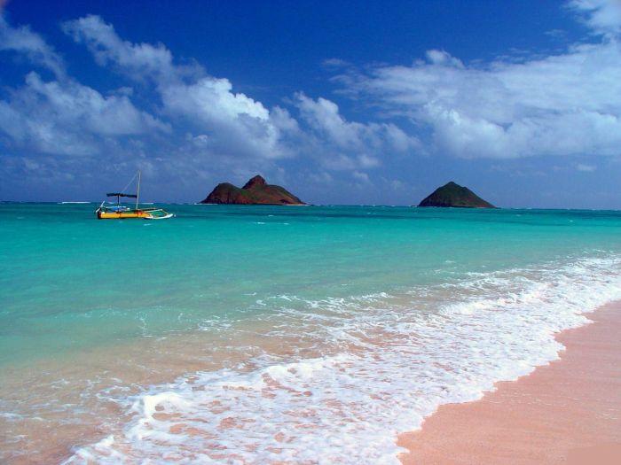 Тувалу тоже расположена на юге Тихого океана и занимает площадь 26 кв. километров. В состав страны также входят несколько коралловых островов.
