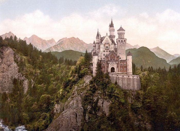 Это государство не имеет выходов к морю. Площадь страны 160.4 кв. километра. Лихтенштейн граничит со Швейцарией и Австрией и является одним из самых богатых государств.