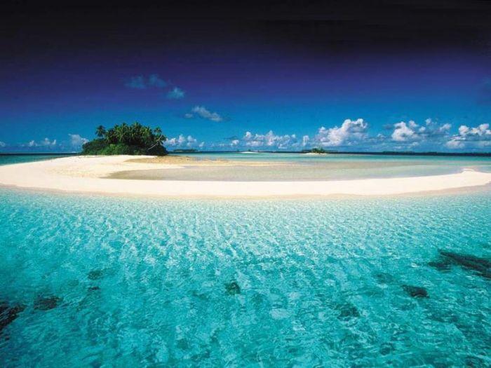 Маршалловы Острова    Это государство в центре Тихого океана состоит в основном из коралловых островов. Площадь страны – 181 кв. километр, население 62 тысячи.