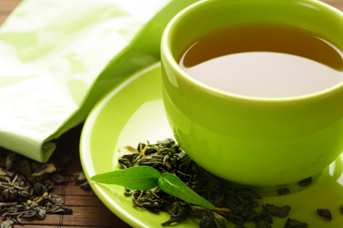 Чай — один из самых любимых напитков на планете. Чай обладает полезными веществами и свойствами. Его пьют по всему миру. Самый интересные факты о чае. Чай лучше заваривать в фарфоре или фаянсе, но ни в кое случае в металле