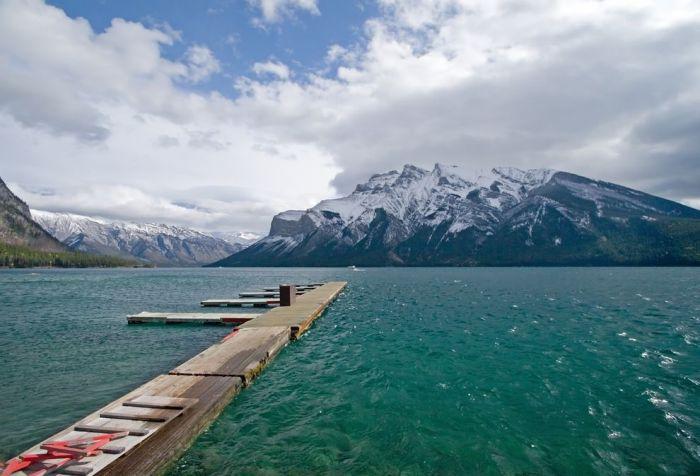 География, озера, самое большое и чистое озеро в мире, и находится оно в России - это озеро Байкал. Фото байкала