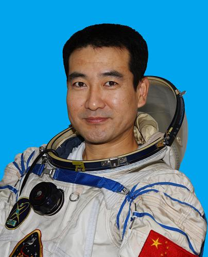 Самые интересные факты о Китае. Чжай Чжиган - первый космонафт китая, который вышел в отрытый космос