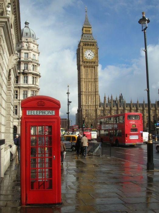 Многие думают, что знаменитый Биг Бен — это название всей башни, но это всего лишь название колокола внутри башни. Само же здание называется башня Святого Стефана.