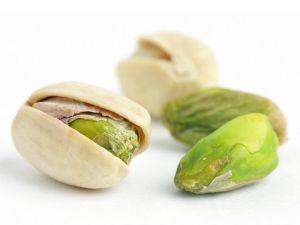 Фисташки. Итак, 10 самых интересных фактов об орехах. Польза фисташек заключается в том, что они помогут при лечении болезней пищеварительного тракта, дыхательных путей, малокровии и желтухи, при токсикозе у беременных, повышают репродуктивную способность мужчин.