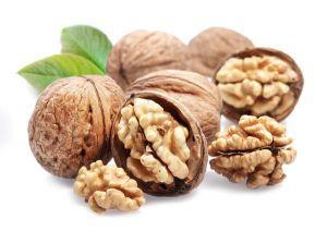 Грецкий орех. На Кавказе грецкий орех почитается как священное дерево. Польза грецких орехов заключается в том, что они помогут при физическом истощении, малокровии, болезнях нервной системы, сердца и желудка.