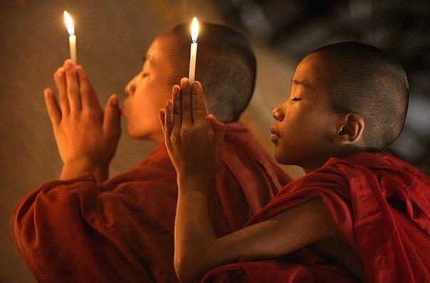 Буддизм — одна из старейших мировых религий, которая возникла еще в VI веке до н.э. Основал эту религию принц Сиддхартха Гаутама, который потом получил новое имя — Будда, что означает «Просветленный». Основным учением является Карма, т.е. все твои поступки зачтутся тебе в следующий жизни, когда ты переродишься, так что Буддист должен быть в состоянии покоя и не делать никому зла.