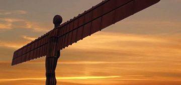 Ангел Севера — скульптура, созданная Энтони Гормли в 2001 г, в Гейтсхеде, Англия. Иногда его с любовью называют «Гейтсхедский маяк» (The Gateshead Flasher).