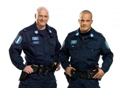 В Финляндии люди очень доверяют полицейским.