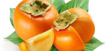 Хурма - невероятно полезных фрукт. Хурма содерэит бета-каротин, который улучшает зрение и мешает старению организма. Хурма полезна и тем что подойдет как диета людям с повышенным шансом ожирения.