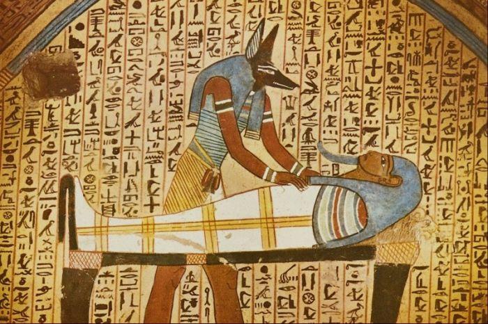 Интересные факты о Древнем Египте. Множество великих открытий было сделано в Древнем Египте. Египет называют колыбелью цивилизации, и не зря. Древние египтяне знали секрет мумификации.