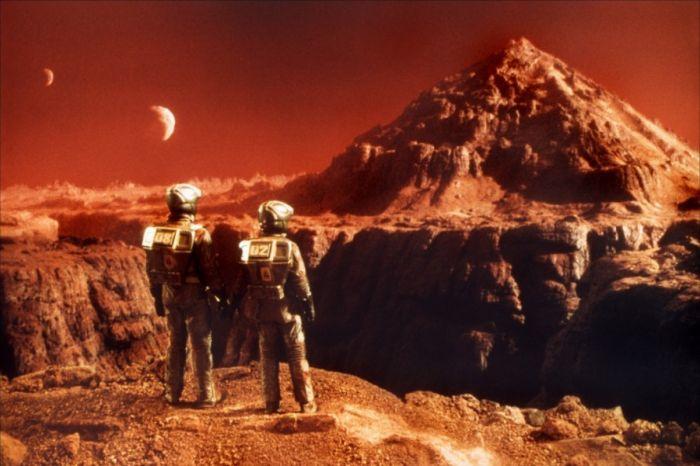 Одна голландская организация «Mars one» уже даже планирует сделать первое заселение планеты людьми к 2023 году. Даже был объявлен конкурс, что желающие могут пройти специальный восьмилетний курс подготовки.