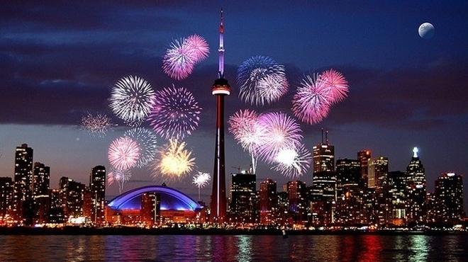 В Торонто расположена телебашня СиЭн высотой 553 метра и Королевский музей.