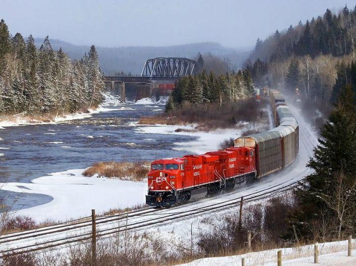 Длина железных дорог составляет 97389 километров.