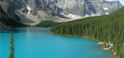 Большой популярностью пользуются природный парк Вуд-Буффало, в нем сосредоточено самое большое в стране стадо бизонов и парк Джаспер с красивыми горными озерами и термальными источниками на территории.